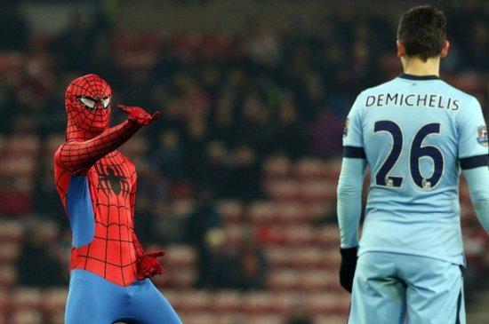 Сандерленд-Манчестер Сити человек паук на поле