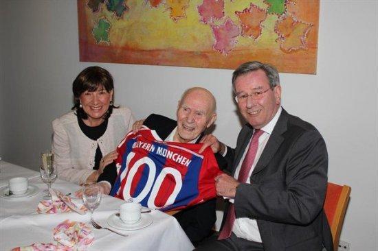100-летний болельщик Баварии фото